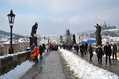 Antiguo puente de carlos en la ciudad de praga — Foto de Stock