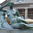 Bronze statue of a woman - Photo