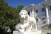 Sculpture of the lion at the Yelagin palace — Stock Photo