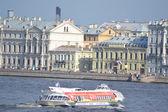 ネヴァ川を船します。 — ストック写真