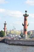 Arrow of Vasilevsky island and Rostral columns — Stock Photo