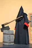 Executioner of the death penalty with a huge ax — Stock Photo