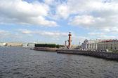 Arrow of Vasilevsky island and Rostral columns — Stock Photo