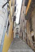 在赫罗纳的中世纪老城街 — 图库照片