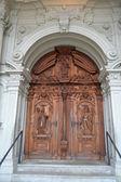 Old wooden door in Lucerne — Zdjęcie stockowe