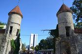 Tornen i stadsmuren i tallinn — Stockfoto