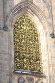 Fönster av st vitus cathedral — Stockfoto