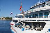 川のクルーズ船 — ストック写真