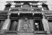 Edificio antiguo en venecia. — Foto de Stock