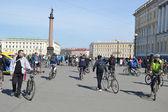 Terminar a andar de bicicleta na praça do palácio de st. petersburg — Fotografia Stock