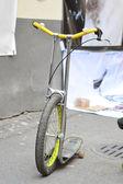 Tek tekerlekli sirk bisikletine — Stok fotoğraf