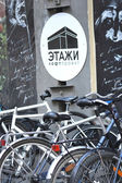 "Parked sport bikes. Velofestival ""VelikiDen"" at Loft Project Etagi. — Stock Photo"