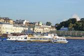 Pleasure boat on the river Neva — Stock Photo