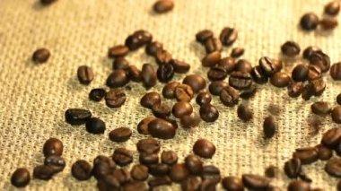 Chute des grains de café — Vidéo
