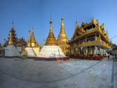 Golden stupas at the Shwedagon Paya, Yangoon, Myanmar — Stock Photo