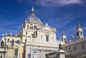 église cathédrale dans le centre de madrid — Photo