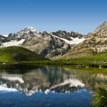 Mountain lake in the Swiss Alps — Stock Photo #23531241