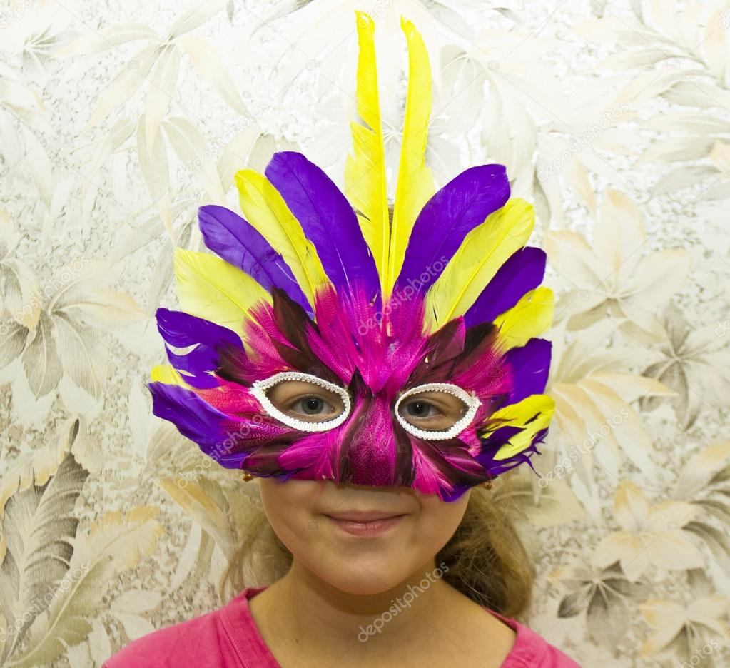 Little girl Caucasian in carnival mask, head only. — Stok fotoğraf #14150134