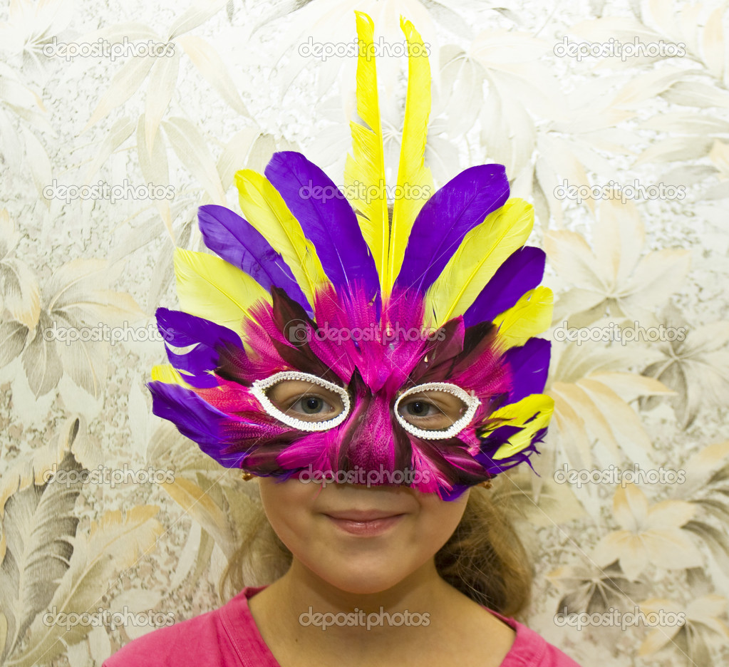Little girl Caucasian in carnival mask, head only. — Lizenzfreies Foto #14150134