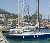 Jachty w porcie, yalta — Zdjęcie stockowe