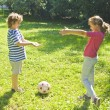 Boy and girl playing with ball — 图库照片