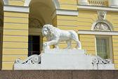St. Petersburg, stone lion near Russian museum — Stock Photo