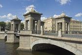 San petersburgo, puente de lomonosov — Foto de Stock