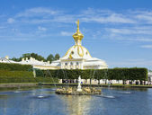 Peterhof, church and fountain — Stock Photo