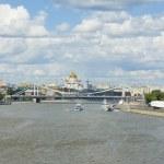 Moscow, cathedral of Jesus Christ Saviour and Krymskiy bridge — Stock Photo