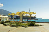 Yalta, sea quay — Stock Photo