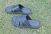 Mężczyźni czarne sandały — Zdjęcie stockowe