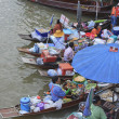 AMPHAWA FLOATING MARKET — 图库照片