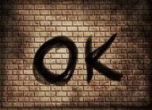Palabra ok sobre fondo de pared de ladrillo rojo — Foto de Stock