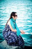Mulher à beira da mar — Fotografia Stock