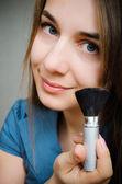 Mujer con cepillo — Foto de Stock