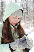 Kvinna i vinter — Stockfoto