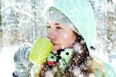 Femme en hiver — Photo