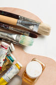 Oil paint accessories on palette — Stock Photo