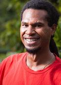 Porträt von glücklicher mann aus papua-neuguinea — Stockfoto