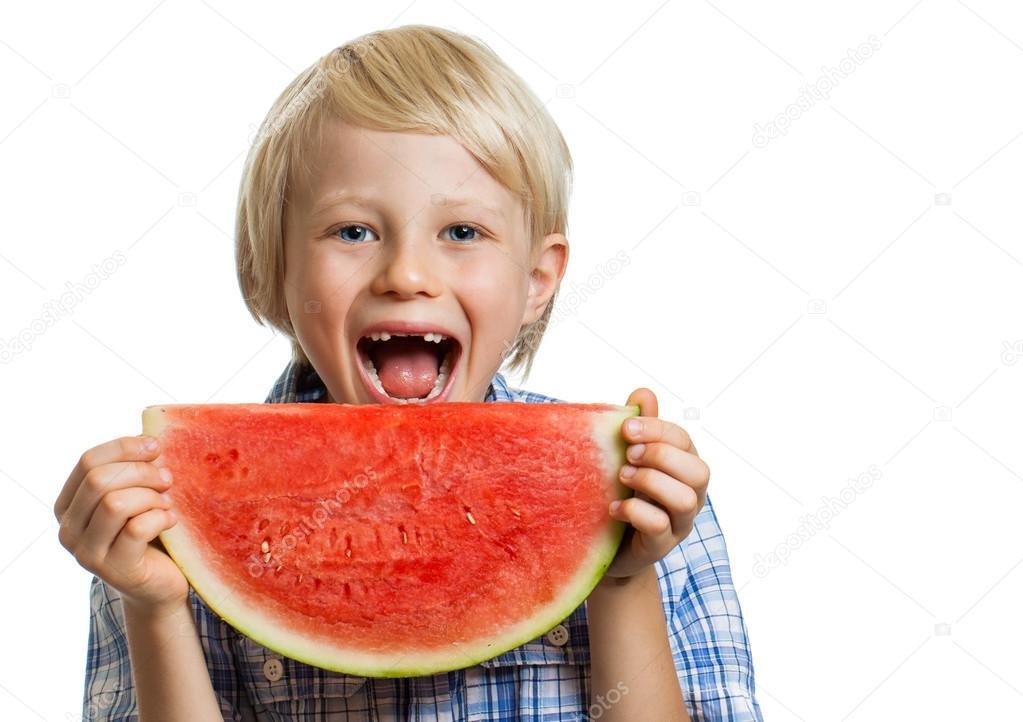 微笑的男孩吃西瓜 — 图库照片08jaykayl#33591165