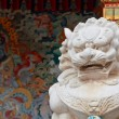 Lion statue in Chinese temple — Stock Photo