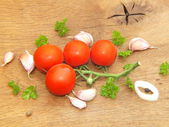 Vegetables fresh tomato with onion, garlic and spices on cutting board — Stock Photo