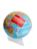 глобус земли с хрупкой стикер — Стоковое фото