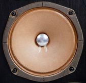 Vintage stereo reproduktor na bílém pozadí — Stock fotografie