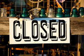Closed sign posted on a wooden plank — Stock Photo