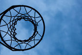 Basketball hoop with sky background — Stock fotografie