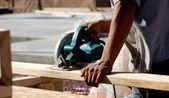 Man using circular saw on wood — Stock Photo