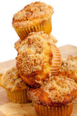 Une pile de muffins streusel cannelle — Photo