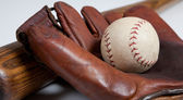 Antique baseball bat, mitt and ball — Stock Photo