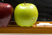Apples and Challkboard at school - close up — Stock Photo